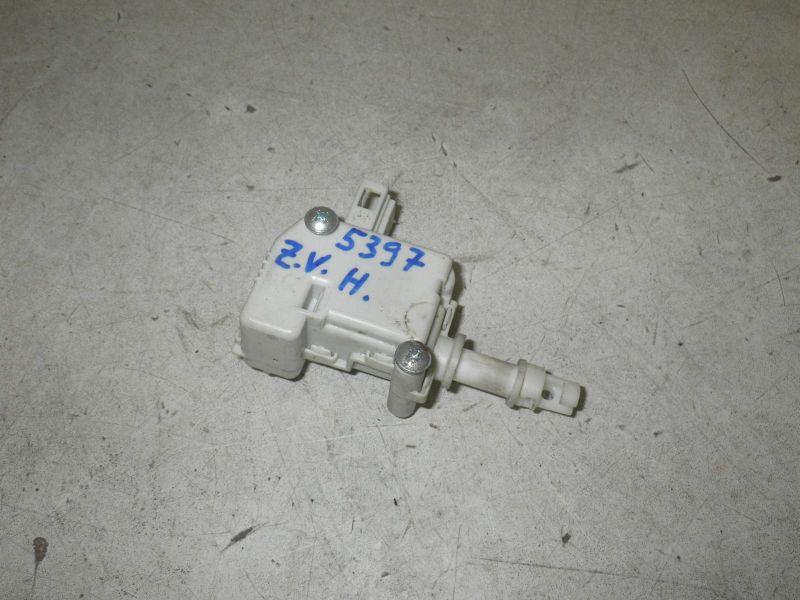 Stellmotor für Zentralverriegelung HeckklappeVOLKSWAGEN GOLF IV (1J1) 1.6